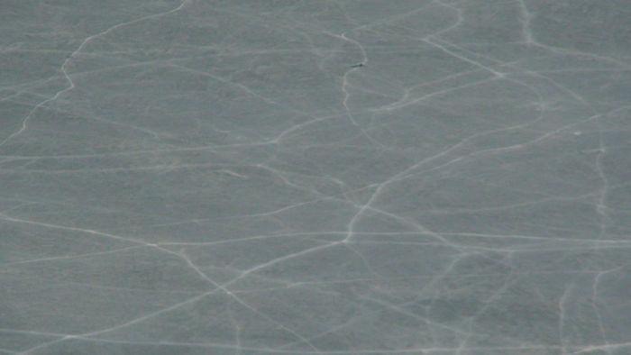 La superficie helada del lago